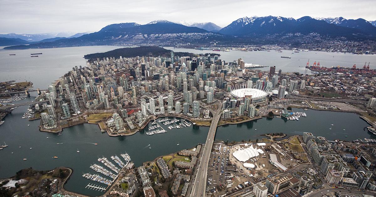 Le Grand Chapiteau Blanc de Odysseo est maintenant érigé à Vancouver!
