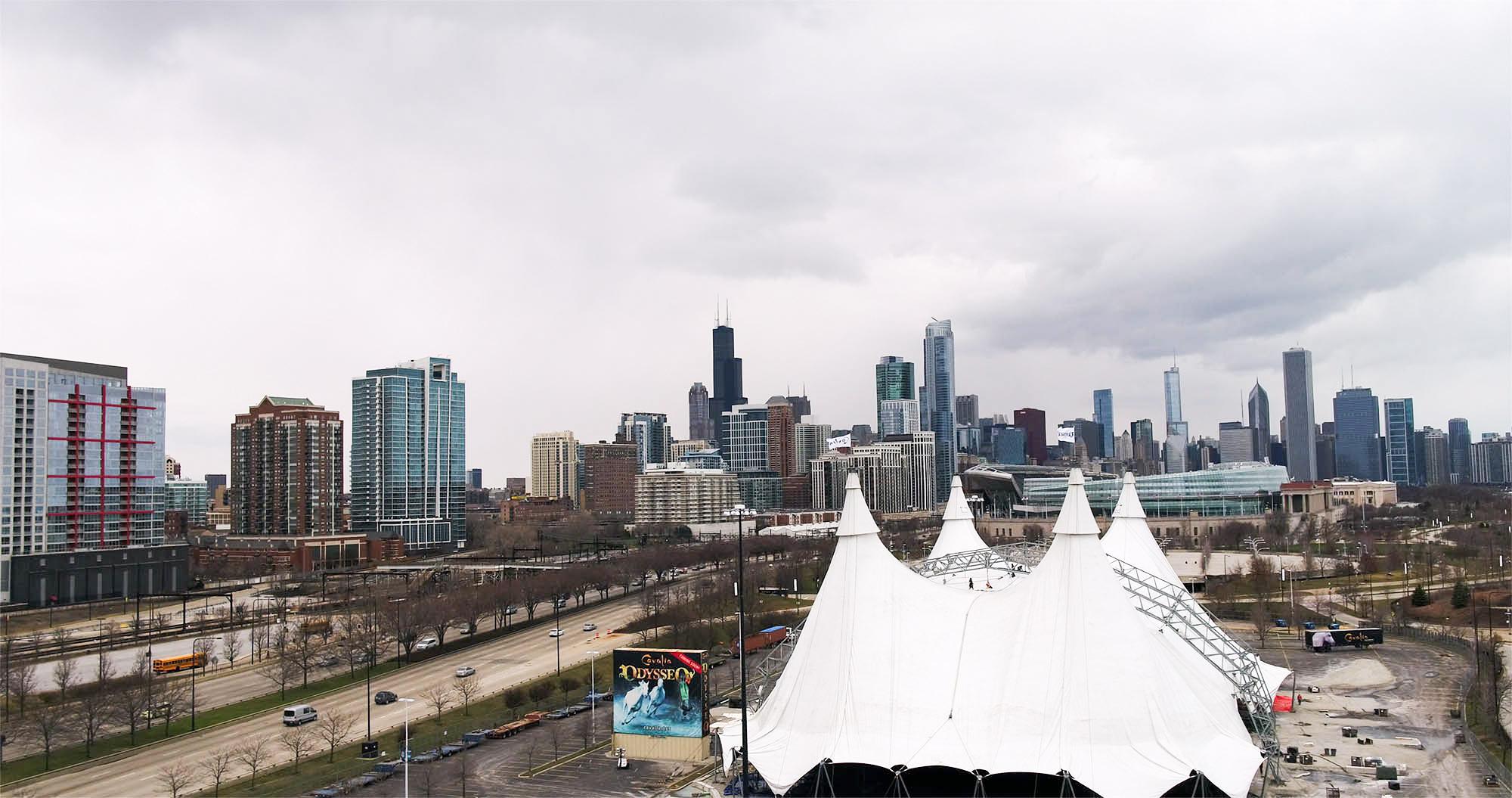 Le Grand Chapiteau Blanc de Odysseo est maintenant érigé à Chicago!